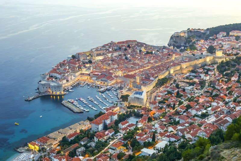 Coucher du soleil au-dessus de Dubrovnik image stock