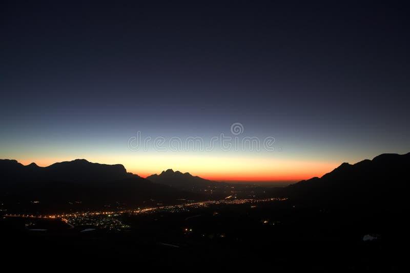 Coucher du soleil au-dessus de Franschhoek photo stock