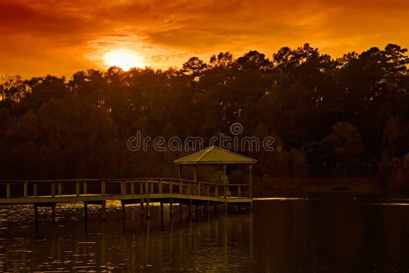 Coucher du soleil au-dessus de Gazebo photo stock
