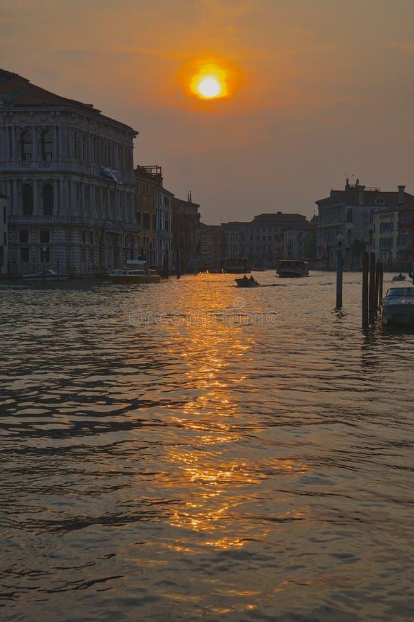 Coucher du soleil au-dessus de Grand Canal Venise photographie stock