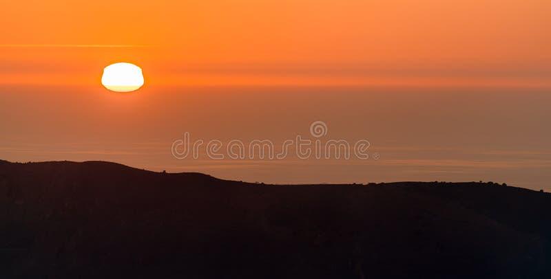 Coucher du soleil au-dessus de la mer Méditerranée à Oran, Algérie photos stock