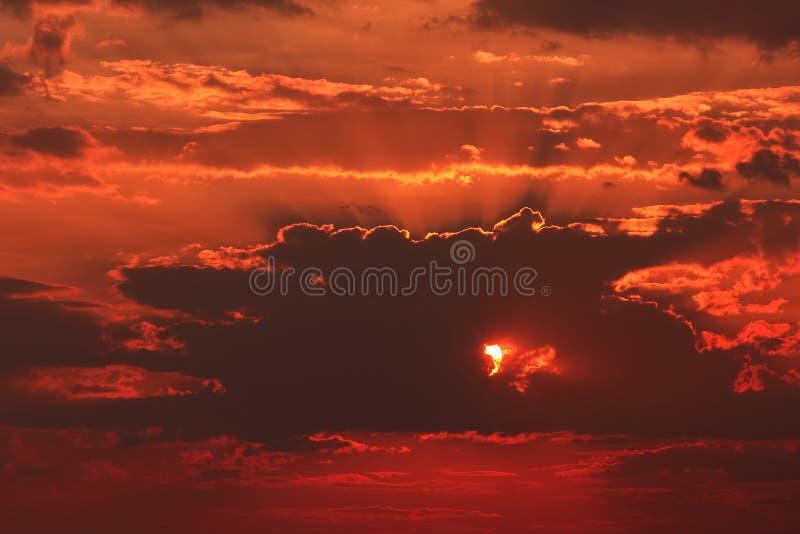 Coucher du soleil au-dessus de la mer Méditerranée photo stock