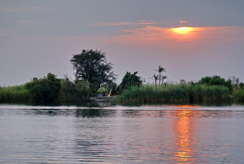 Coucher du soleil au-dessus de la rivière de Chobe images libres de droits