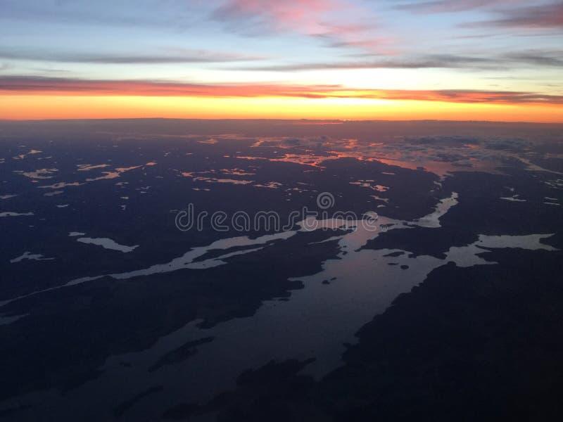 Coucher du soleil au-dessus de la Scandinavie photos libres de droits