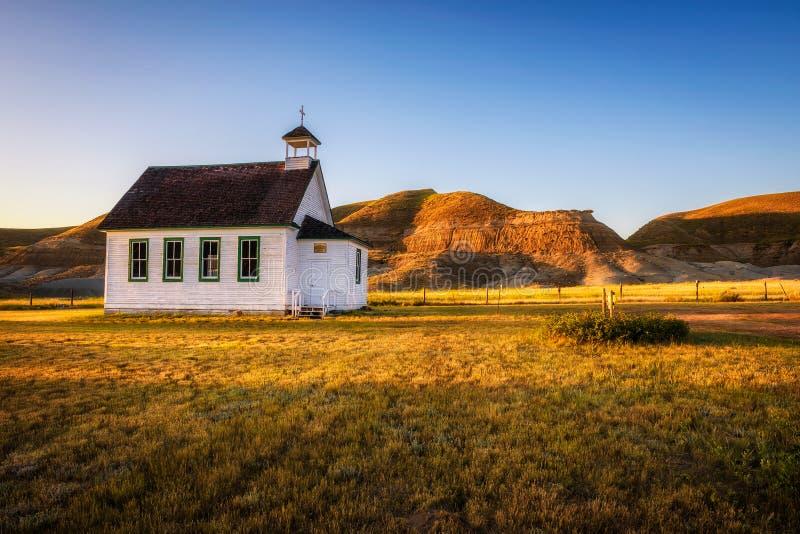 Coucher du soleil au-dessus de la vieille église dans la ville fantôme de Dorothy photo stock