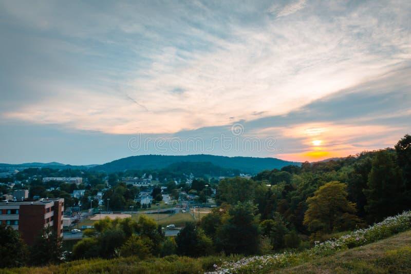 Coucher du soleil au-dessus de la ville d'Indiana Pennsylvania image libre de droits