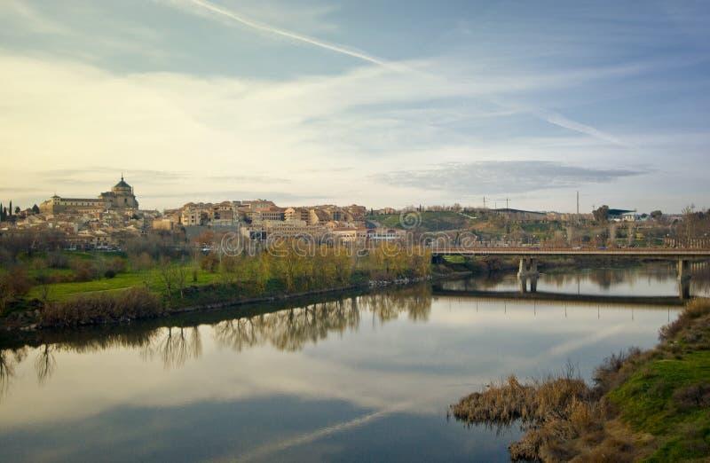 Coucher du soleil au-dessus de la ville historique de Toledo, Espagne photos libres de droits