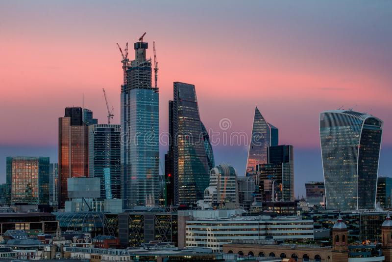 Coucher du soleil au-dessus de la ville de Londres photo stock