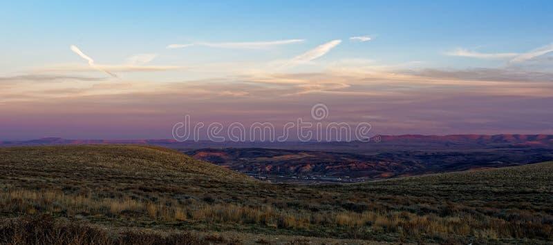 Coucher du soleil au-dessus de la ville de la rivière Green, Wyoming photos libres de droits