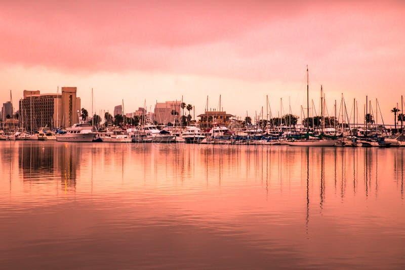 Coucher du soleil au-dessus de la ville de San Diego California photographie stock libre de droits