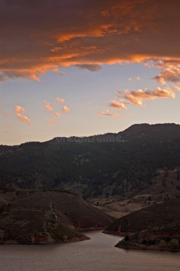 Coucher du soleil au-dessus de lac Horsetooth images libres de droits
