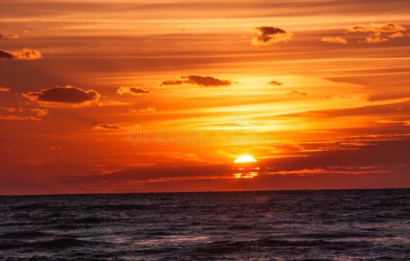 Coucher du soleil au-dessus de lac Michigan photos libres de droits