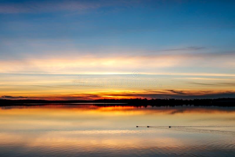 Coucher du soleil au-dessus de lac oklahoma photo stock