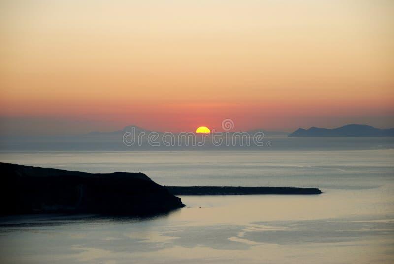 Coucher du soleil au-dessus de littoral photos stock