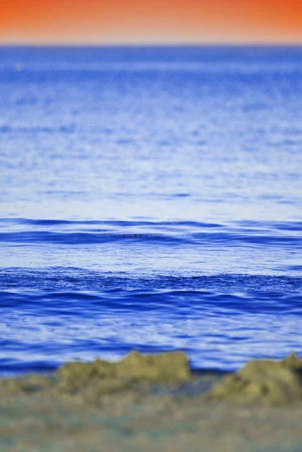 Coucher du soleil au-dessus de mer photos stock