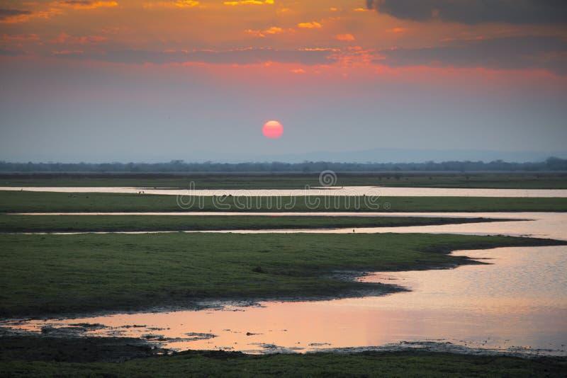 Coucher du soleil au-dessus de parc national de Gorongosa photographie stock libre de droits