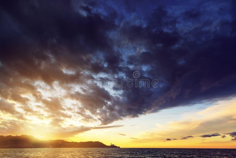 Coucher du soleil au-dessus de Piran, Slovénie, vue de Strunjan photos stock