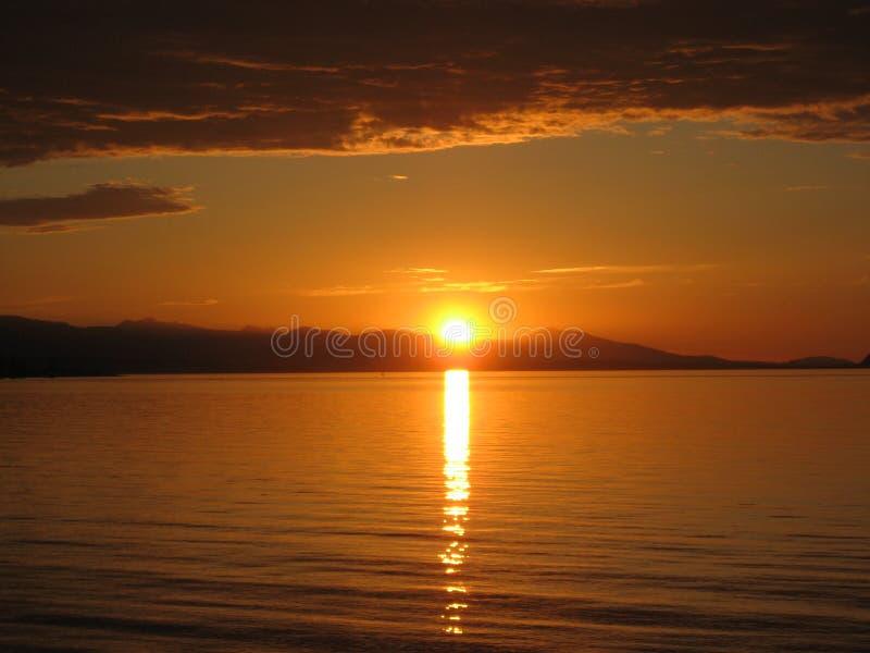 Coucher du soleil au-dessus de plage photographie stock libre de droits