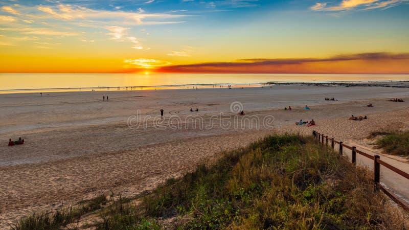 Coucher du soleil au-dessus de plage de câble - Broome - Australie image stock