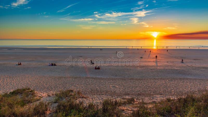 Coucher du soleil au-dessus de plage de câble - Broome - Australie image libre de droits