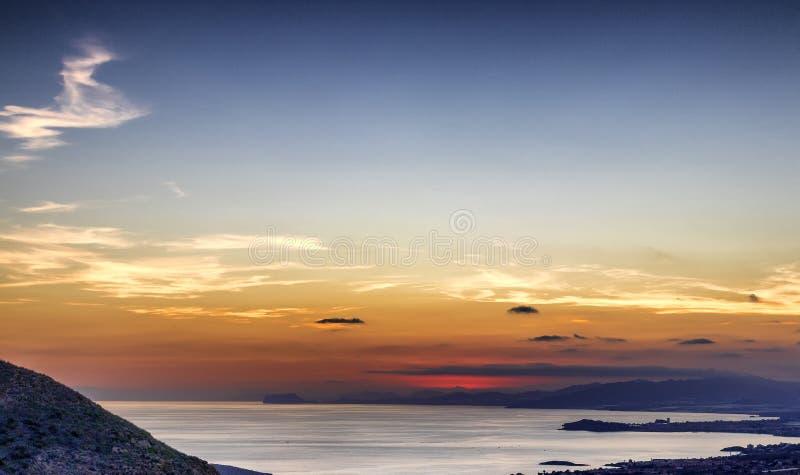 Coucher du soleil au-dessus de Puerto de Mazarron, Espagne images libres de droits