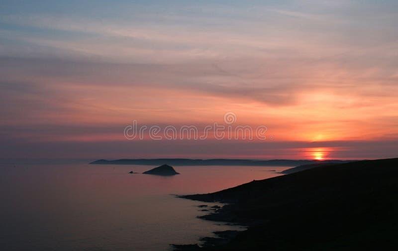 Coucher du soleil au-dessus de Rame Cornouailles principales images stock