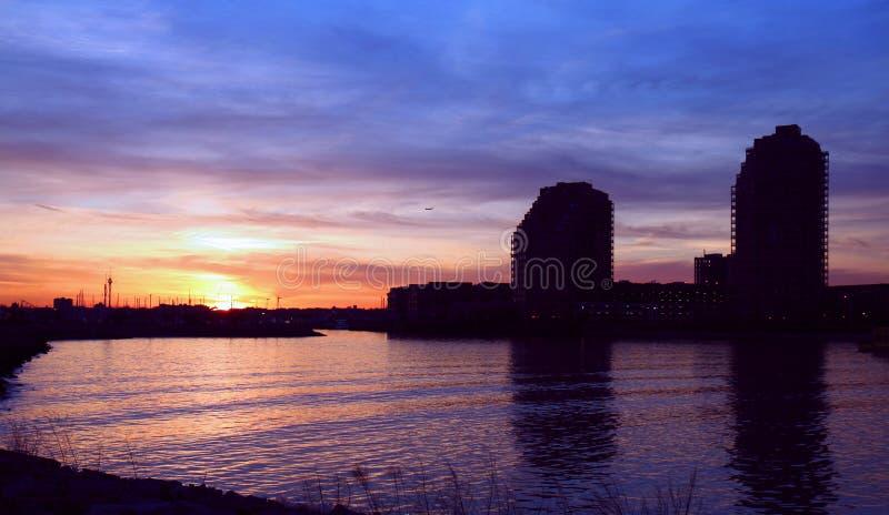 Coucher du soleil au-dessus de rivage du Jersey photos libres de droits