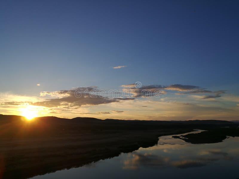 Coucher du soleil au-dessus de rivière de Na de ` d'Eergu photos stock