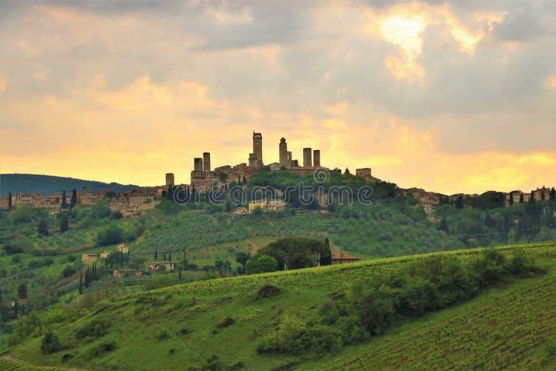Coucher du soleil au-dessus de San Gimignano photographie stock