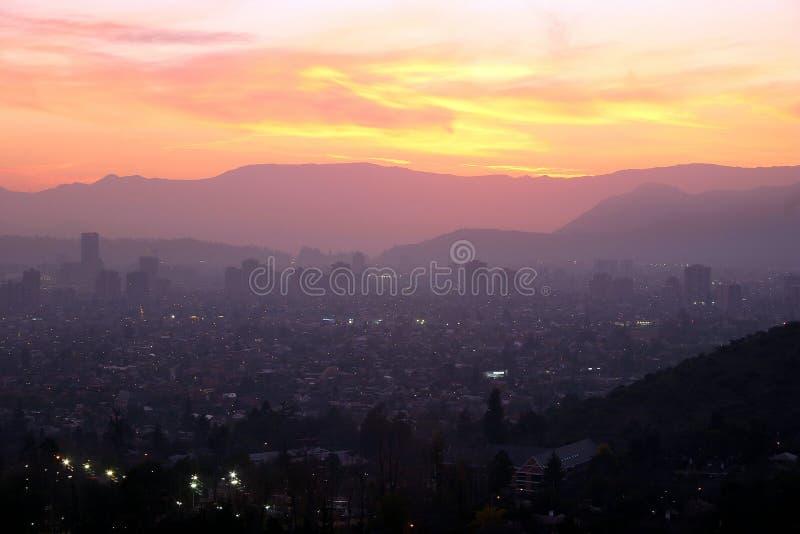 Coucher du soleil au-dessus de Santiago, Chili photographie stock