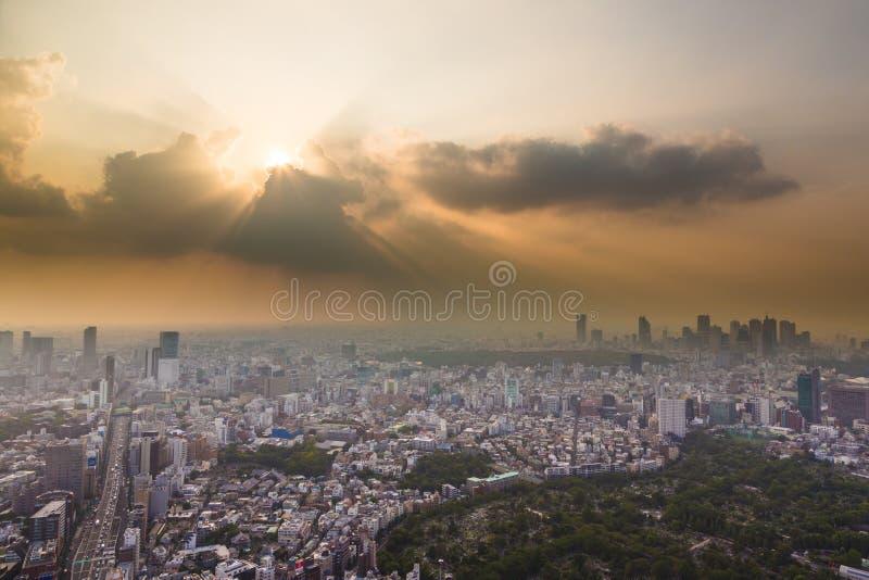 Coucher du soleil au-dessus de Tokyo photos stock