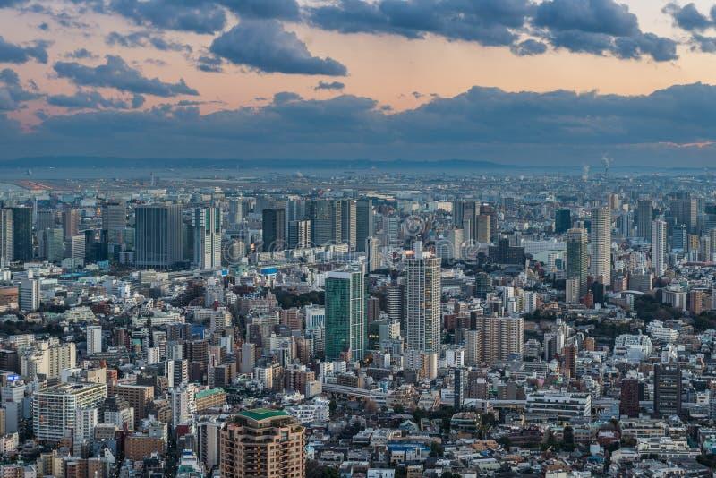 Coucher du soleil au-dessus de Tokyo images stock