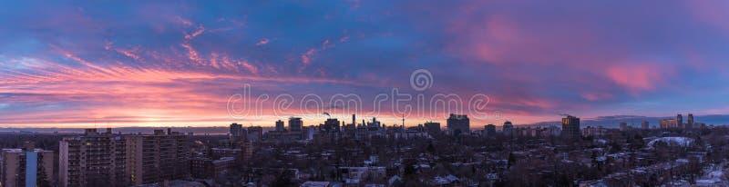 Coucher du soleil au-dessus de Toronto photographie stock libre de droits