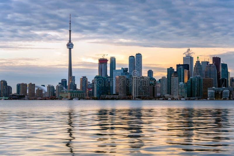 Coucher du soleil au-dessus de Toronto du centre image stock