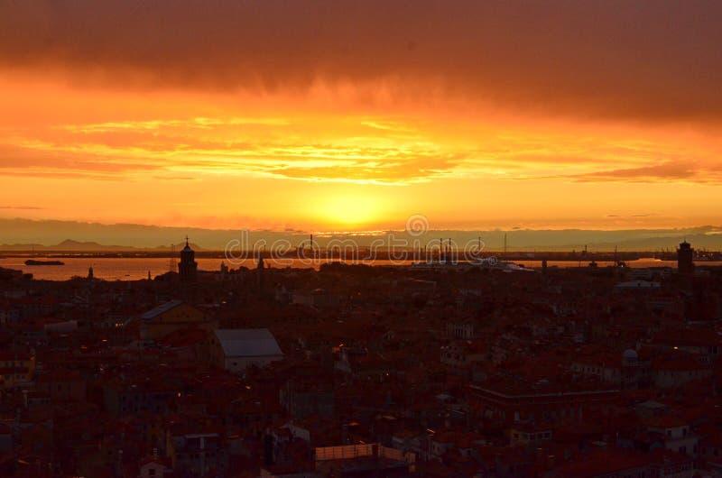 Coucher du soleil au-dessus de Venise photo stock