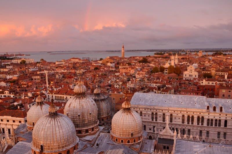 Coucher du soleil au-dessus de Venise image stock