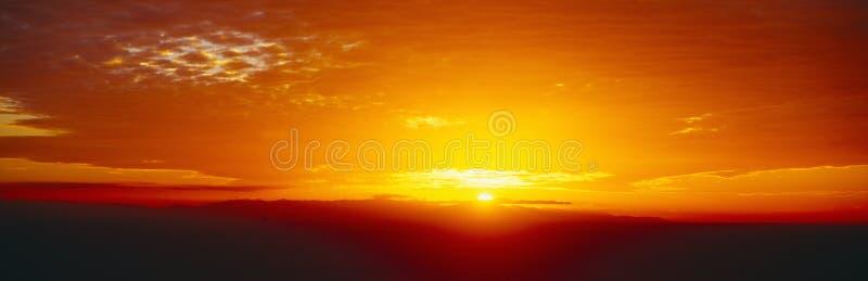 Coucher du soleil au-dessus des îles de la Manche photos stock