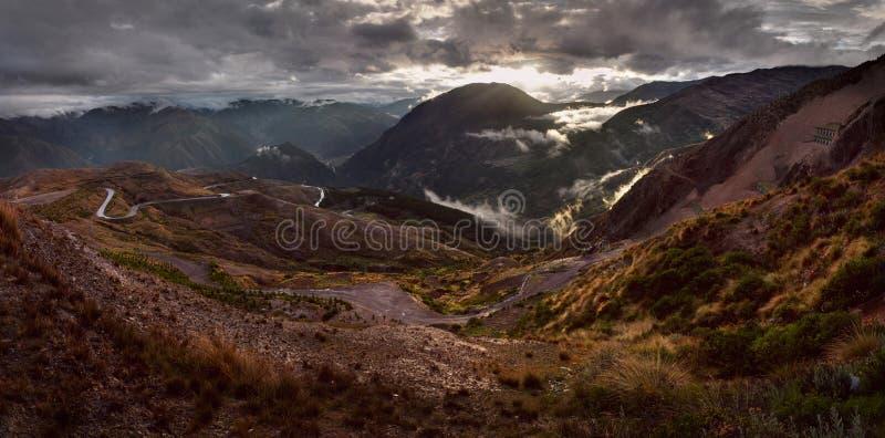 Coucher du soleil au-dessus des Andes près de Cusco, Pérou photographie stock
