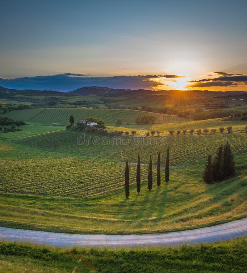 Coucher du soleil au-dessus des collines de la Toscane, Italie images stock