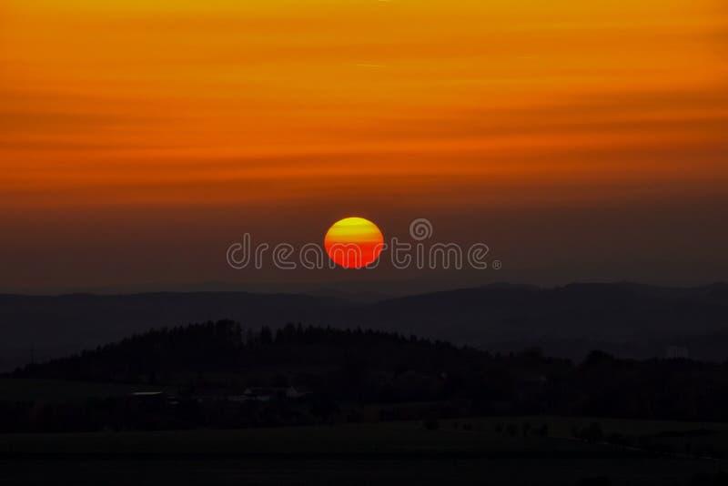 Coucher du soleil au-dessus des collines, République Tchèque photo libre de droits