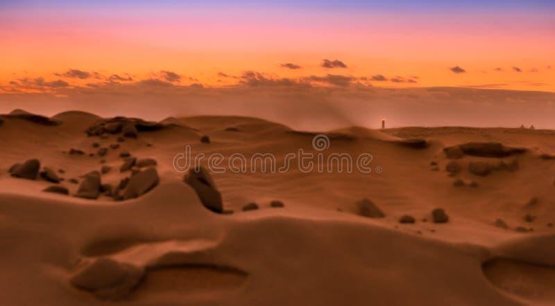 Coucher du soleil au-dessus des dunes de Maspalomas Île de mamie Canaria photo libre de droits