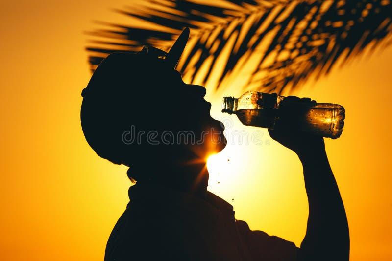 Coucher du soleil au-dessus des personnes images stock