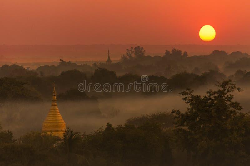 Coucher du soleil - Bagan - Myanmar photo libre de droits