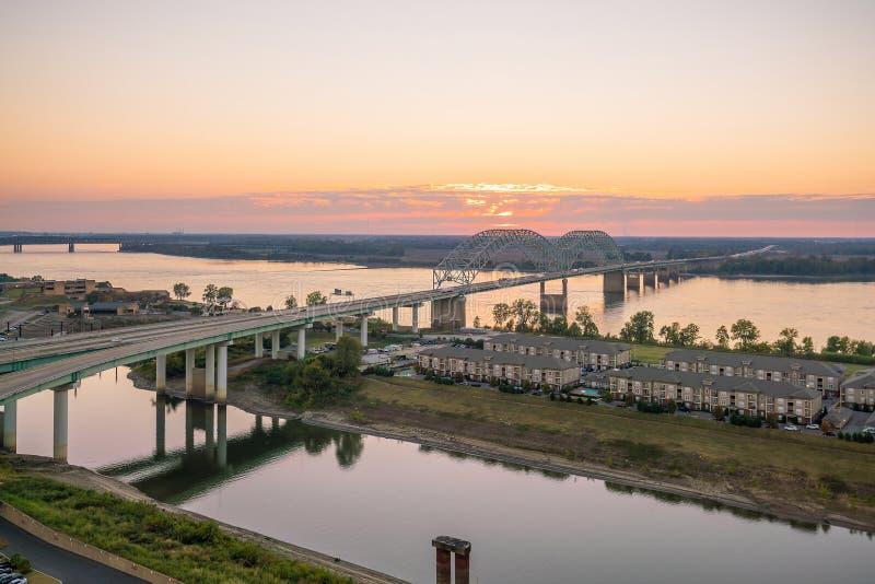 Coucher du soleil au-dessus du Fleuve Mississippi photo libre de droits