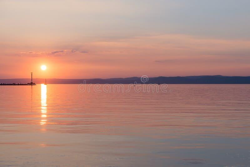 Coucher du soleil au-dessus du Lac Balaton, Hongrie photos stock