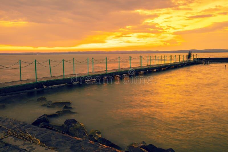 Coucher du soleil au-dessus du Lac Balaton, Hongrie photographie stock libre de droits