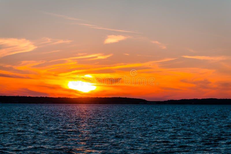 Coucher du soleil au-dessus du lac Huron tout en retournant à St Ignace Michigan photographie stock