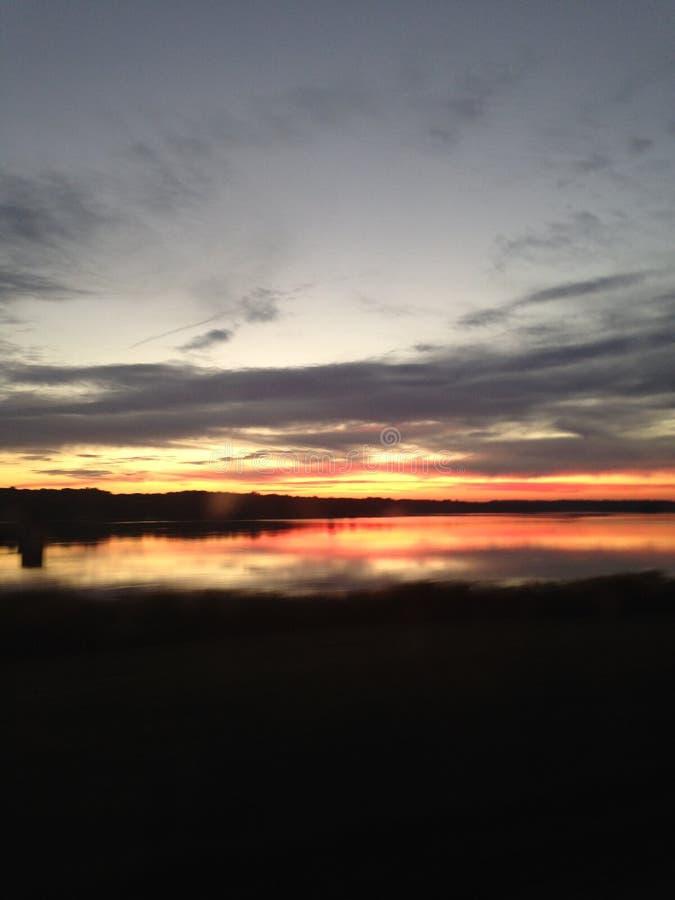 Coucher du soleil au-dessus du marais image stock