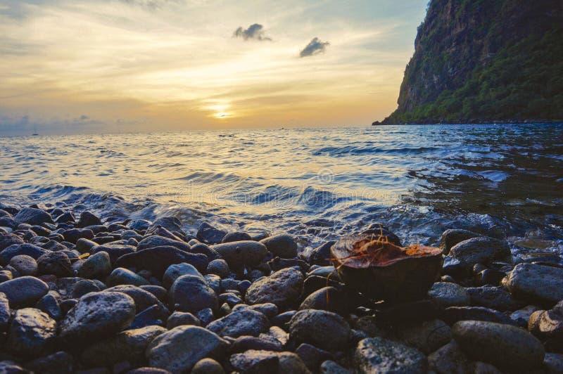 Coucher du soleil au-dessus du St Lucia image stock