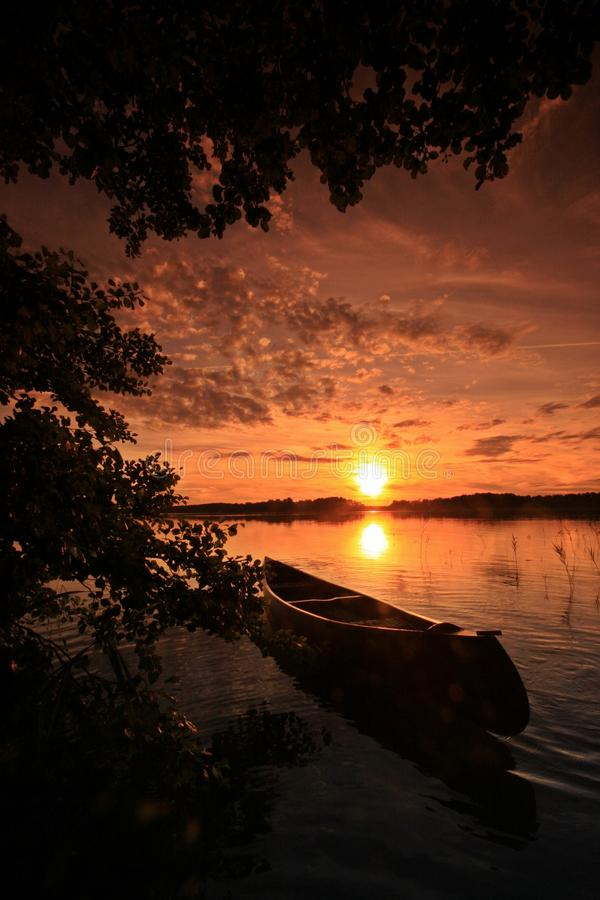 Coucher du soleil au lac photo stock